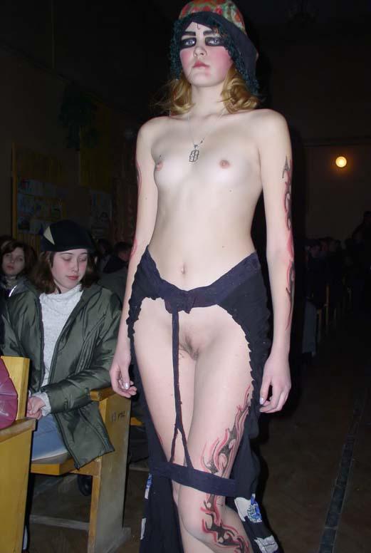 Порно показ эротической одежды