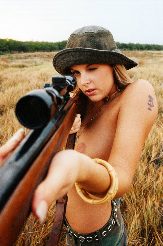 Sexy hunting girl — photo 12