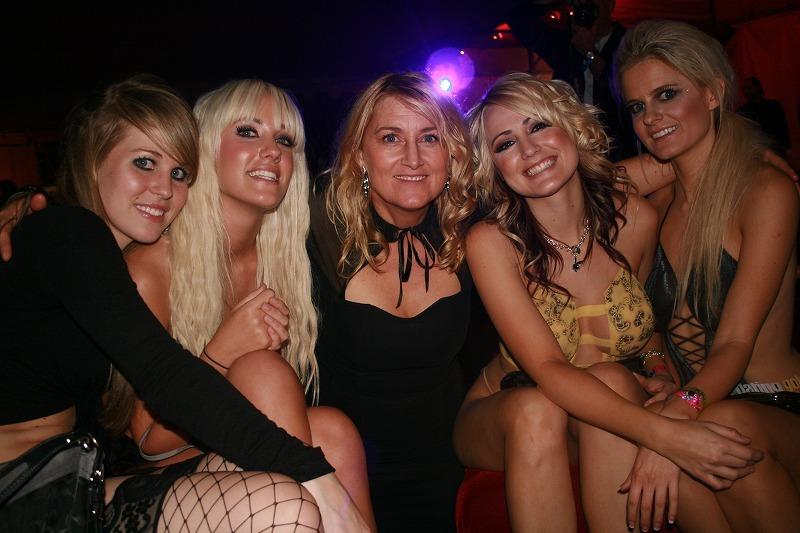Девушки на вечеринке сосут член и ебутся #12