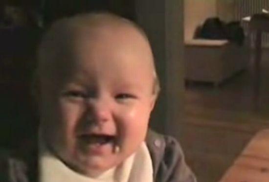 Малыш в замедленной съемке. Ночью смотреть не рекомендуется :)