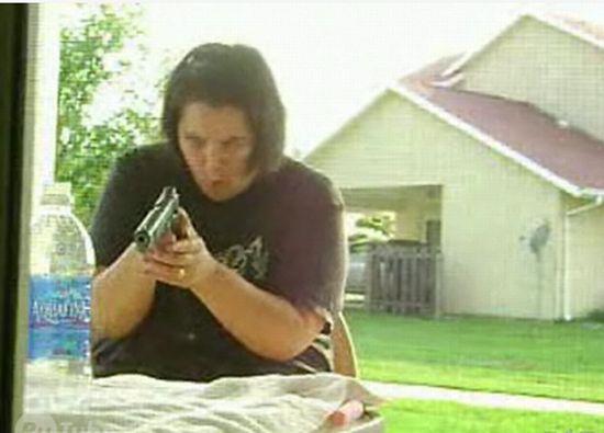Больше не будет трогать оружие мужа :)