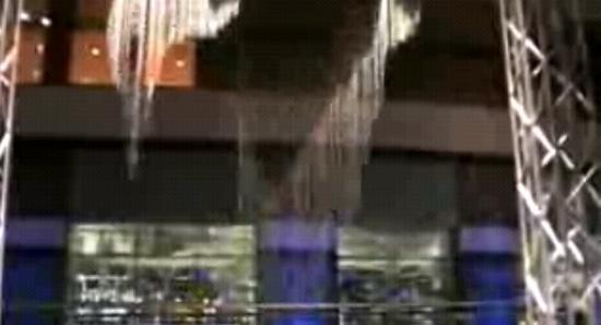 Японское шоу падающей воды. Класс!