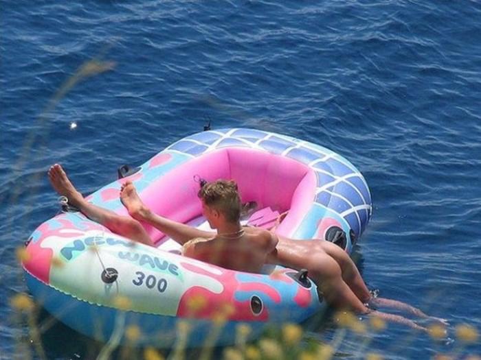 секс на лодке фото