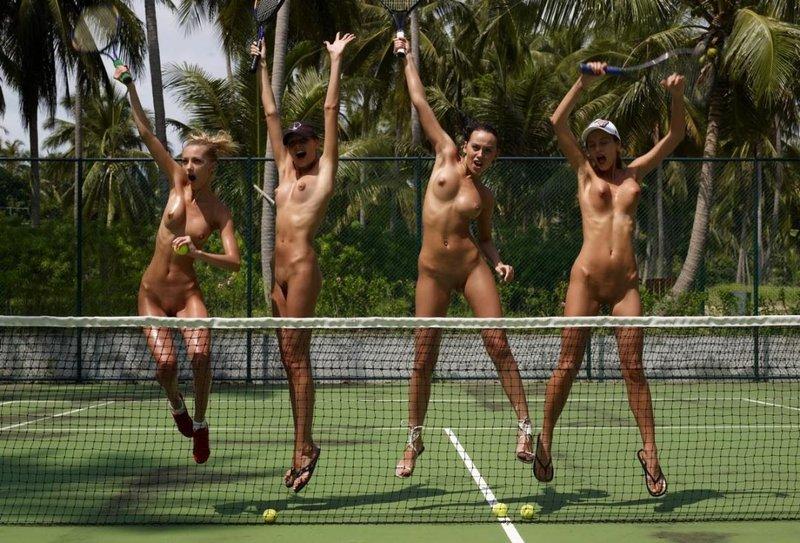 golie-devushki-igrayut-v-tennis-video