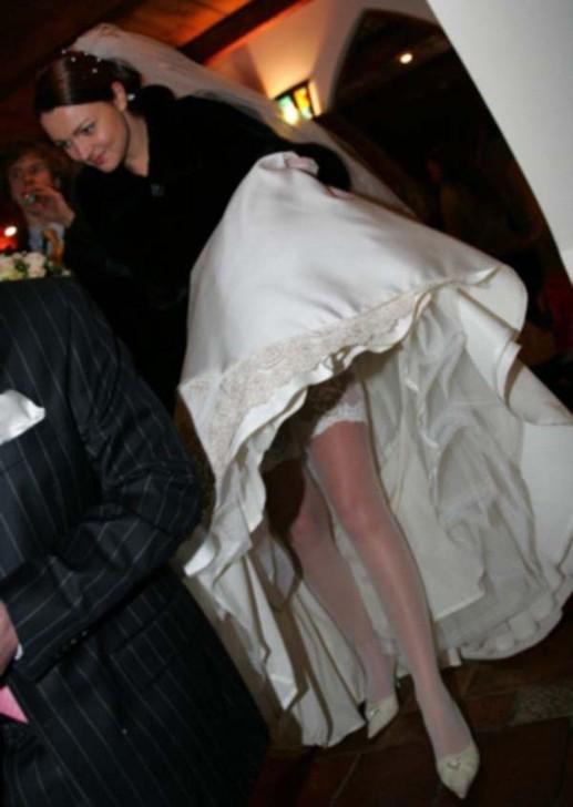 Подсматривать за невестами как они одеваются