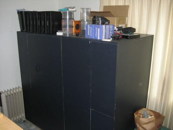 Как думаете что в этом шкафу?