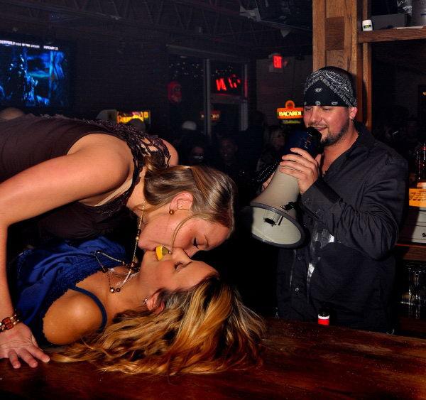 Снял проститутку в клубе снять проститутку в Тюмени ул Монтажников