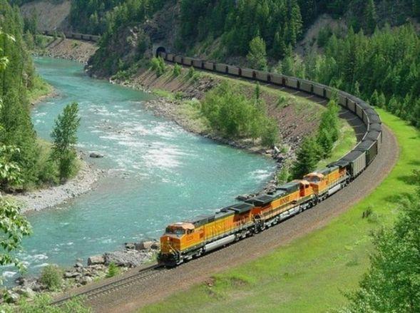 Кадиллак столкнулся с поездом