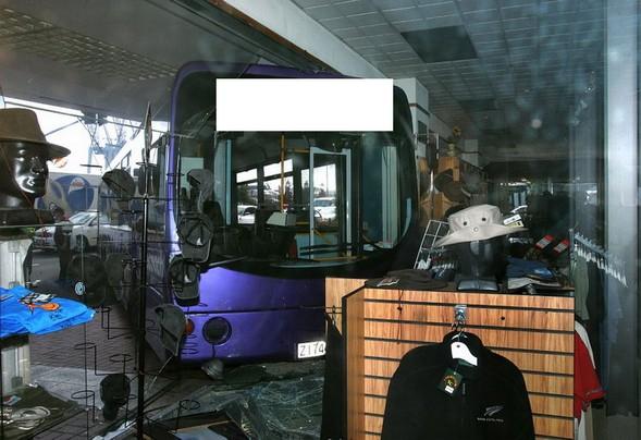 Надпись на автобусе убила просто :)