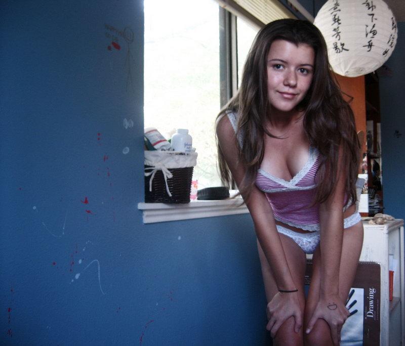 Интимные снимки горячих студенток в подъезде и дома  485336