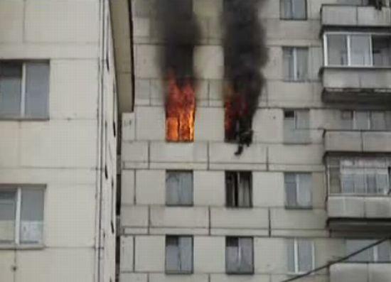Чуть не сгорел пожарный