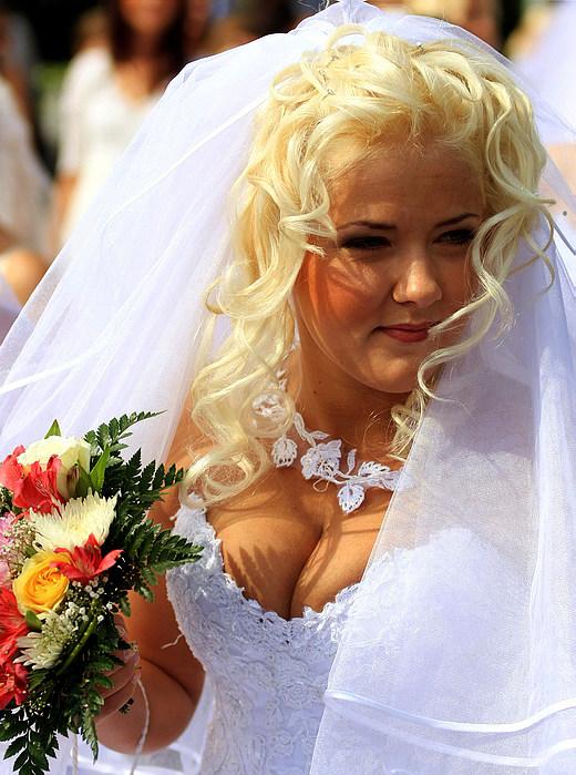 Прически невестам полное лицо