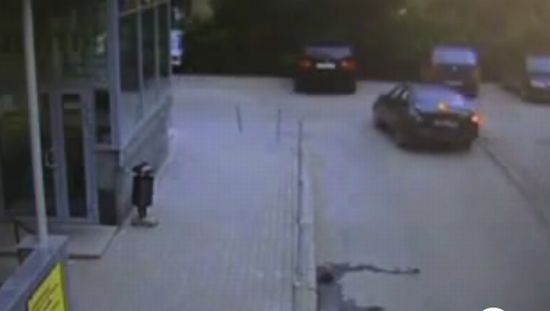Пьяный водитель паркуется