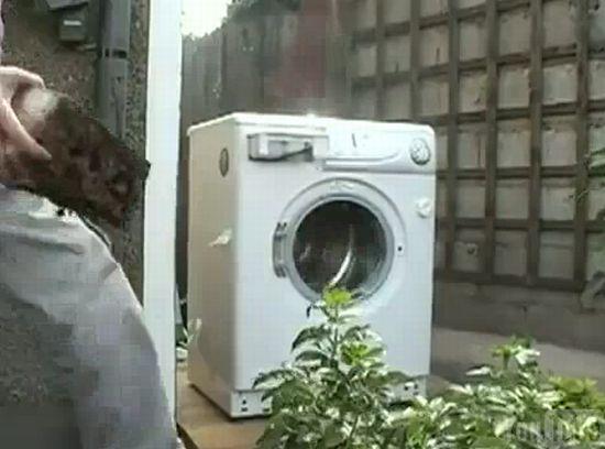 Что будет, если положить в стиральную машину кирпич