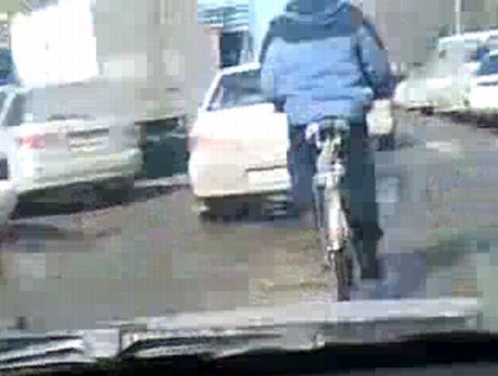 Велосипед в пробке