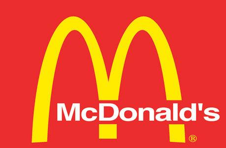 Очередь в первый Мак Дональдс в Москве в 1990 году