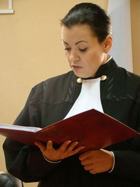 Судью уволили из-за фотографий