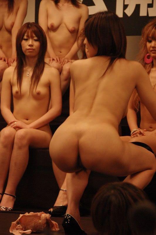 Кончей реалити порно шоу китай когда девушка висит