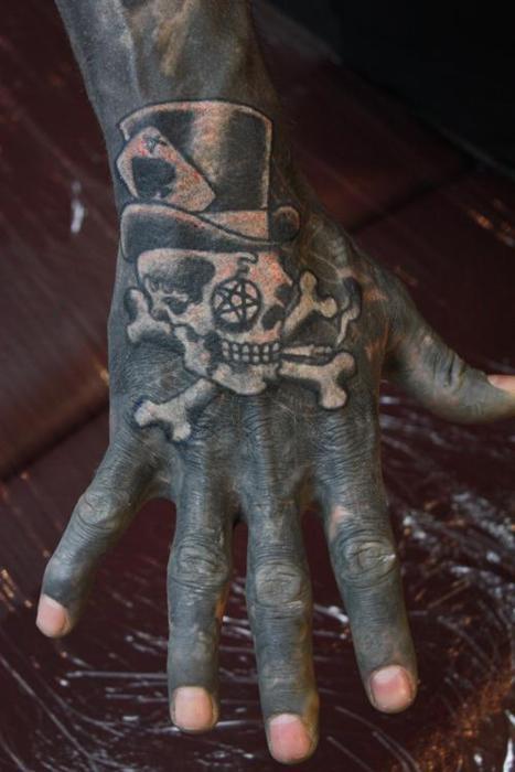 Татуированные пальцы