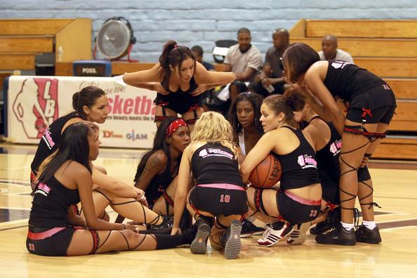 Как привлечь мужиков на просмотр женского баскетбола