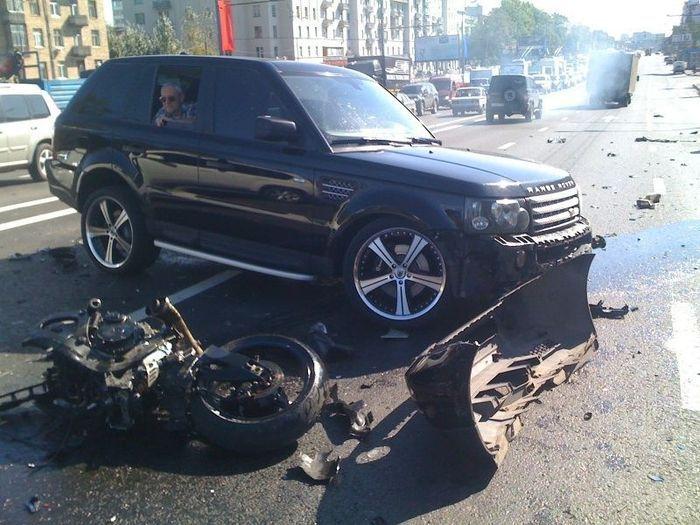 Судья на Range Rover убила байкера на Рязанском проспекте