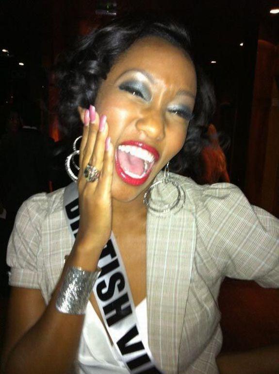 Девушки с конкурса Мисс Вселенная 2011 кривляются
