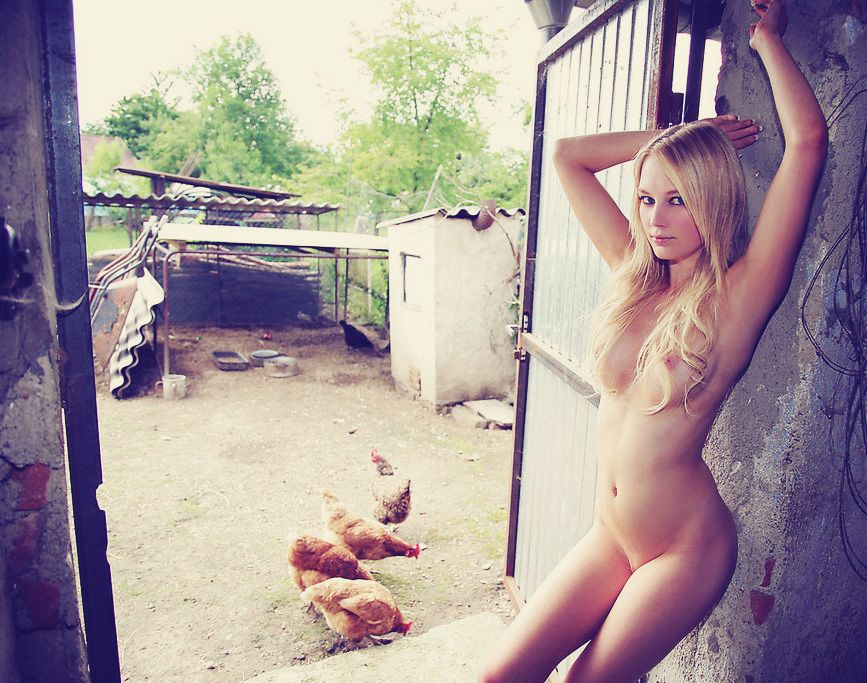 Интим фото девиц в деревне дома — img 11