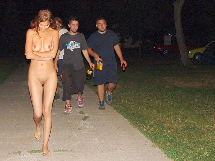 фото принудительное раздевание девушек