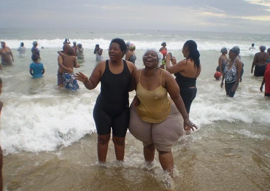 Жир тетки веселятся, медосмотр закончился сексом