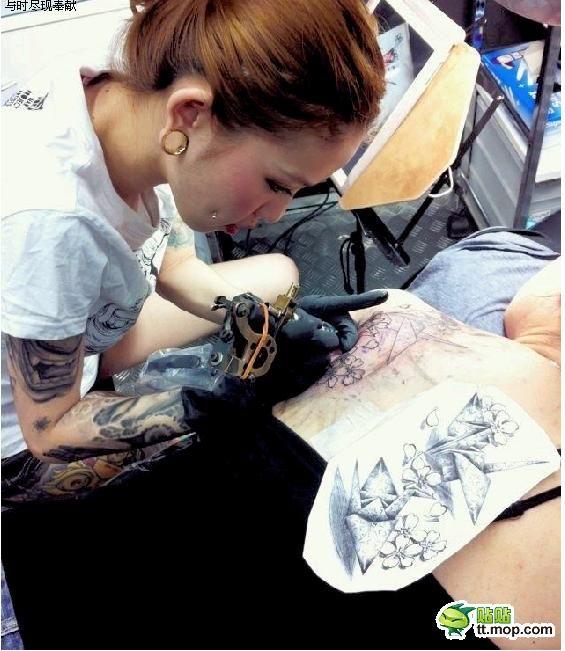 Самый сексуальный мастер тату