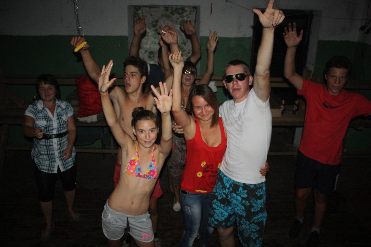 Пьяные в клубах 21 фотография