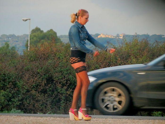 kak-snimayut-prostitutok-na-trasse-video-video-studentkoy-blondinkoy