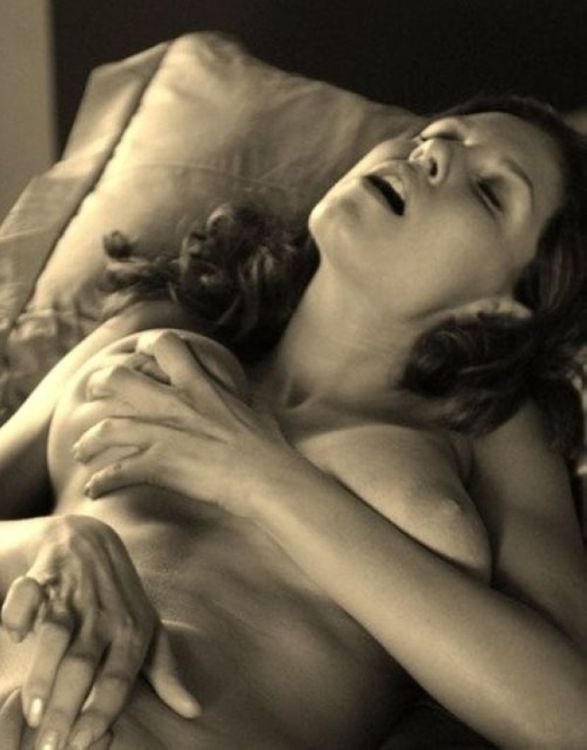 Если вы одиноки и вам нескем заняться сексом, задумайтесь. . На свете есть