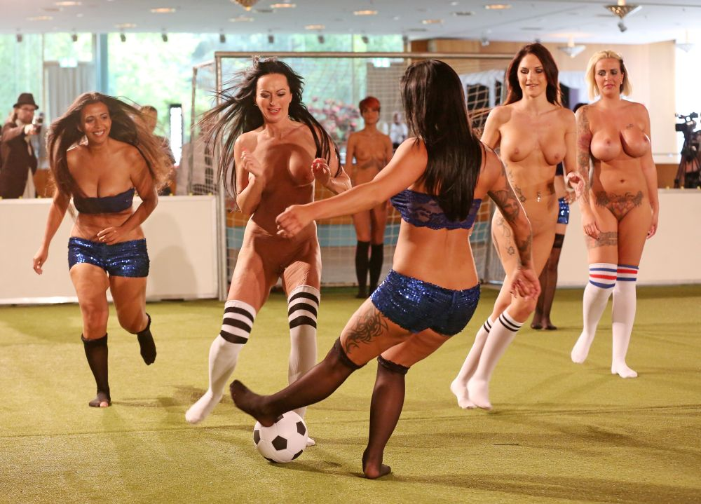 Famous soccer players nude busty ladies legraybeiruthotel