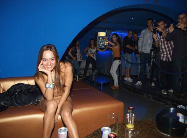 Девушки в ночном клубе голые фото