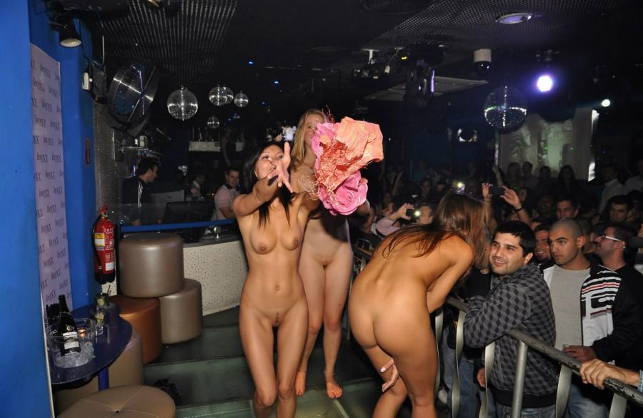 видео про клубы где голые девушки