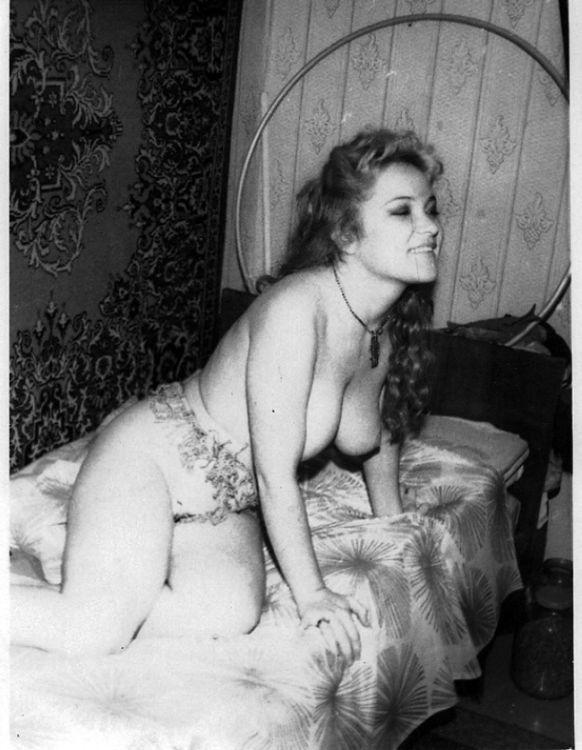 заметил, что русская эротика ретро сдобная дама сладко