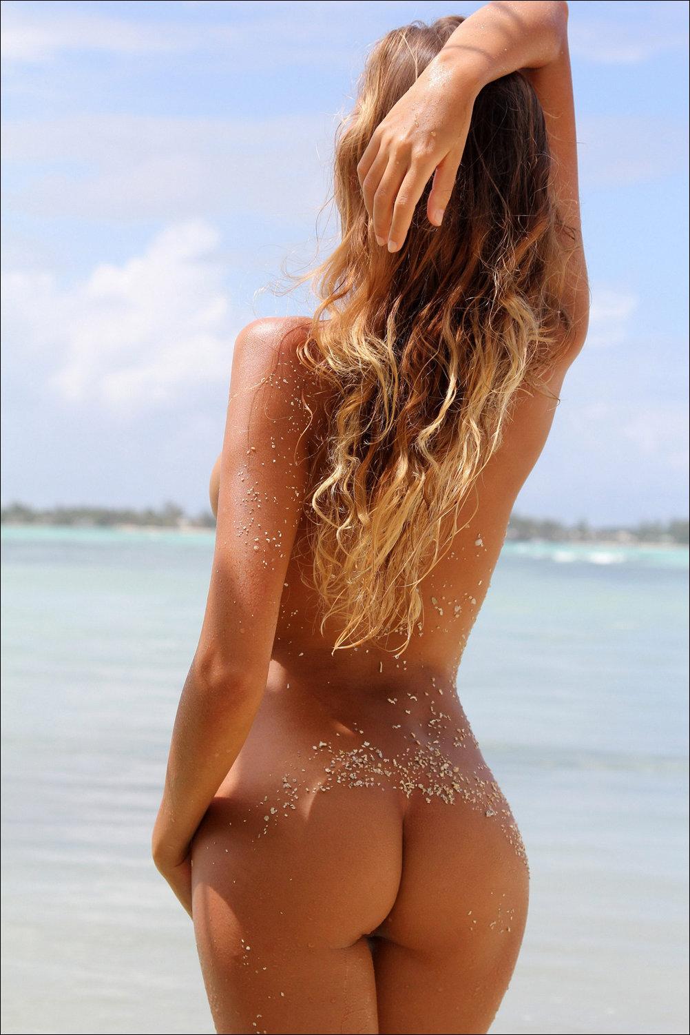 Perfect ass naked women — img 2