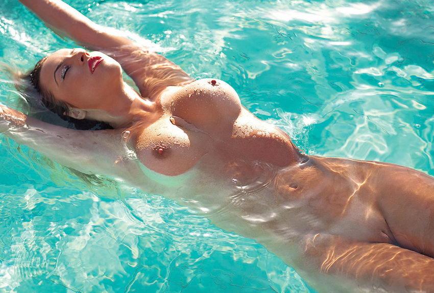 эротический онлайн фильм в бассейне