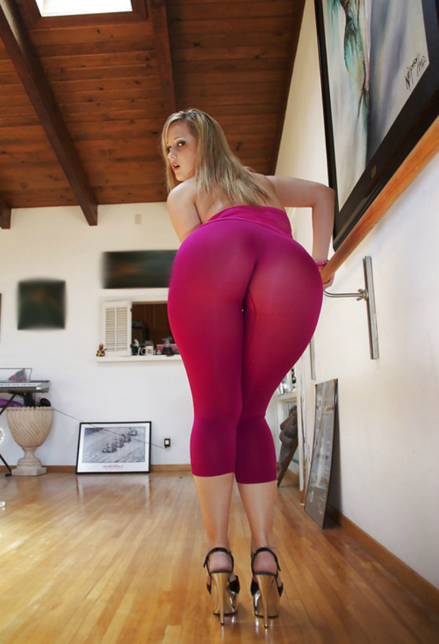 Tits sexy blonde girls in yoga pants ass porn video ipad