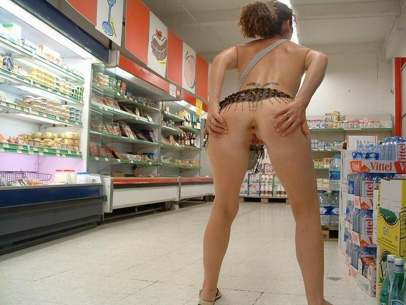 Девушка в супермаркете показала свою попу — photo 13