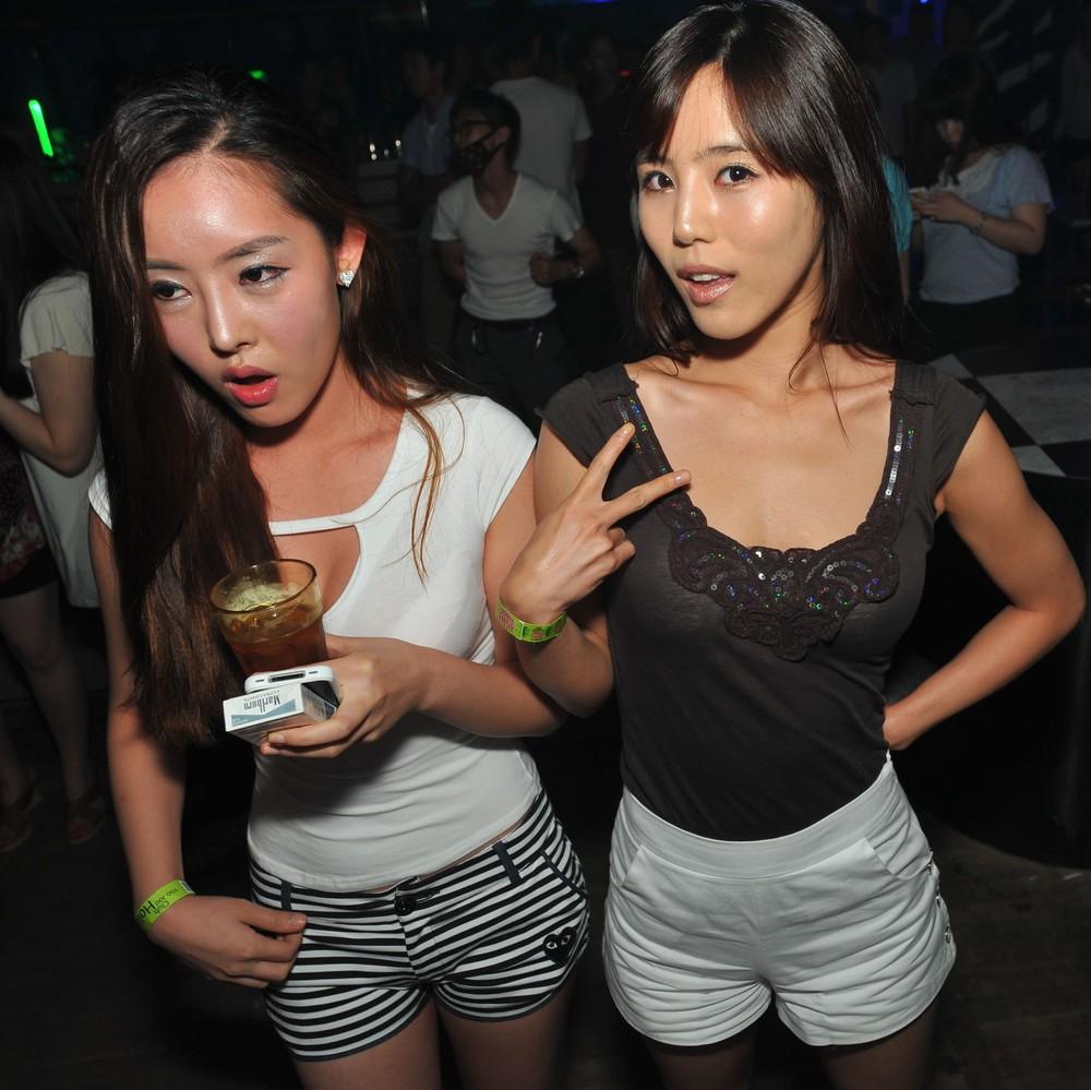 Закрыли корейское караоке с проститутками в москве