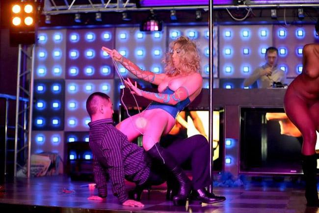 Стриптиз в сахалинском ночном клубе Утёс