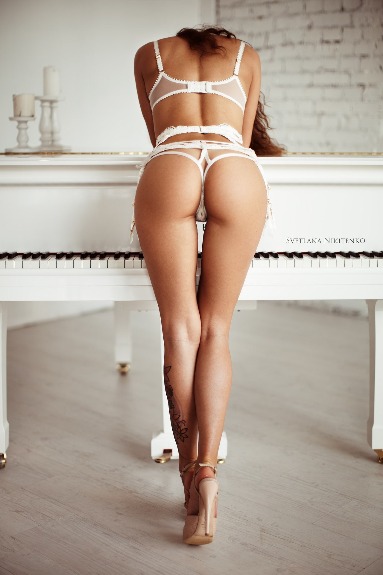 butt-naked-nude-showing-tan-underwear-white-freckled-girls