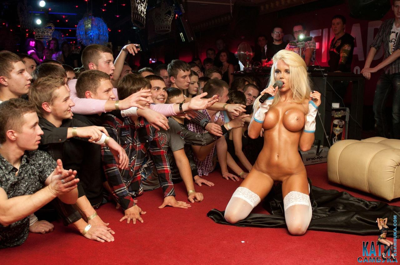 Стриптис с голыми девушками, Стриптиз русских девушек на 21 фотография