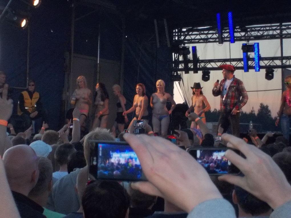 Горячие финские девушки на авто-шоу Bimmerparty