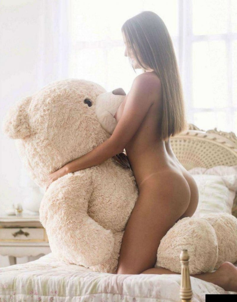 Naked girl with teddy, photo nude black woman long hair