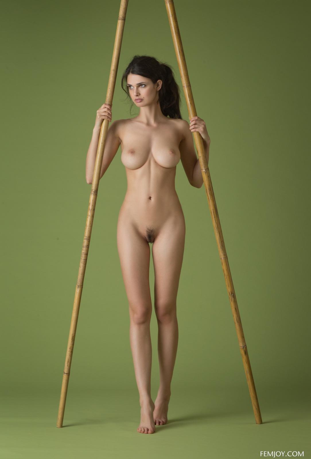 stroynie-golie-nozhki