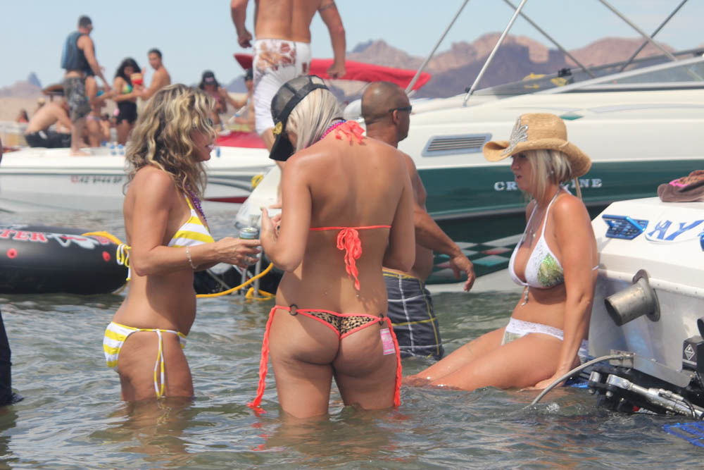 pictures-of-women-naked-lake-havasu-females-give-penis-exam