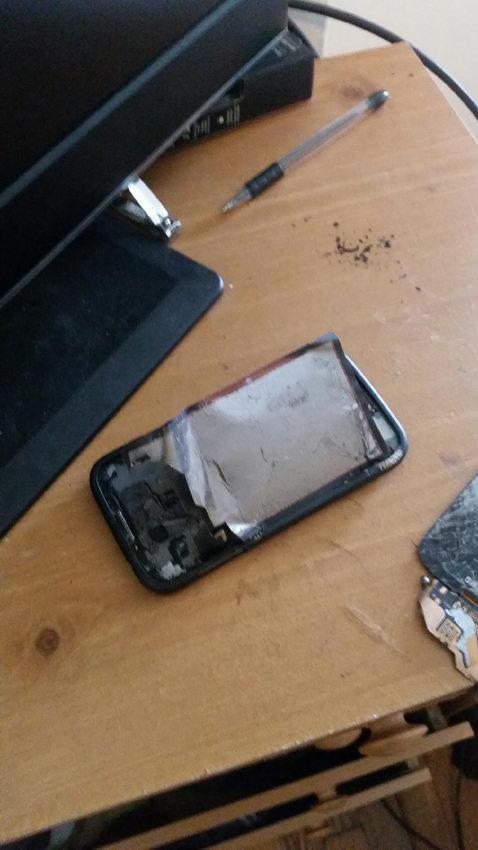 Смартфон Samsung Galaxy S4 взорвался у головы хозяина